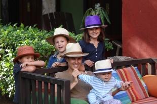 famille-chapeau-2