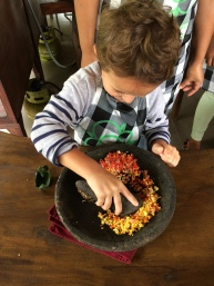 Max prépare un curry