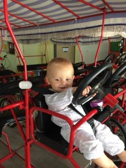 10 - Emile fait du vélo à Singapour, 9 mois et demi