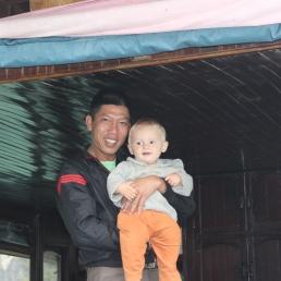 15 - Emile entre de bonnes mains sur la baie d'Halong, 10 mois